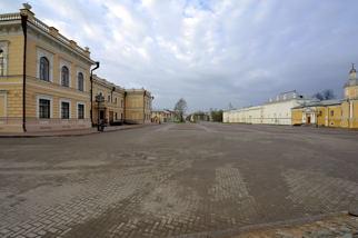 Площадь у Кремля
