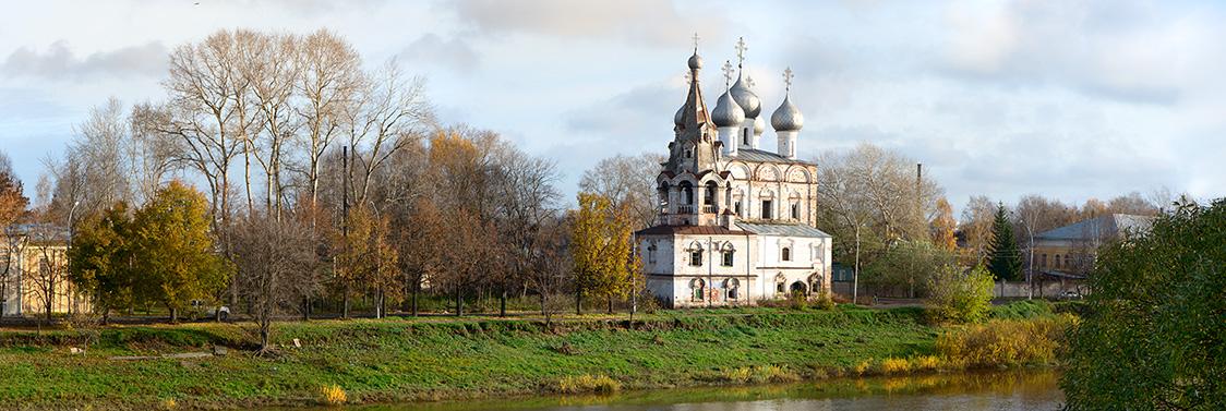 Церковь Иоанна Златоуста на левом берегу реки Вологды