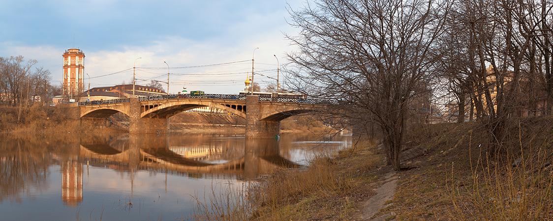 Октябрьский мост в Вологде