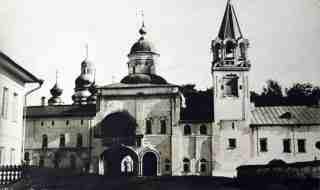 Главные ворота Спасо-Прилуцкого монастыря